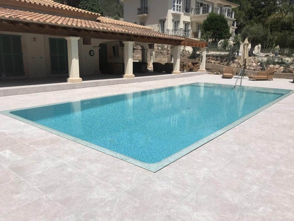 PRIVATE POOL IN SON FONT